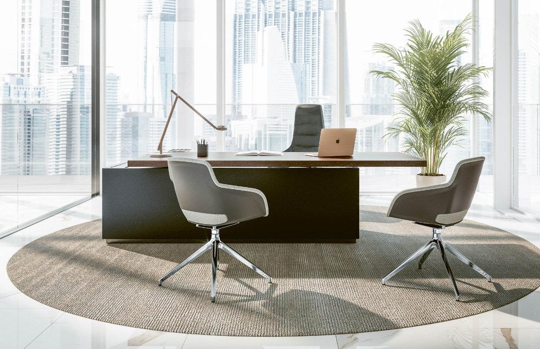 Büromöbel Chefschreibtisch Chefsessel Besucherstühle