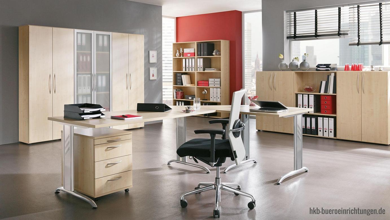 Büromöbel günstig Winkelkombination - Arbeitsplatz in Ahorn Dekor Schreibtisch - Tischbeine in silber lackiert mit Kabelkanal