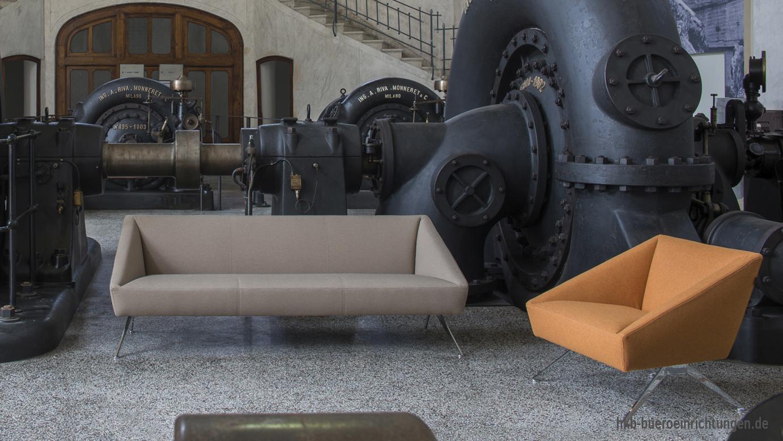 3er Sofa und Einzelsessel mit Bezug Stoff und Gestell Aluminium mit poliertem Finish